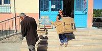 Okulun 'Gönüllü Annesi': Harç da Karıyor, Temizlik de Yapıyor
