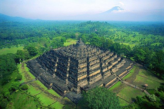 14. Borobudur Budist Tapınağı - Endonezya