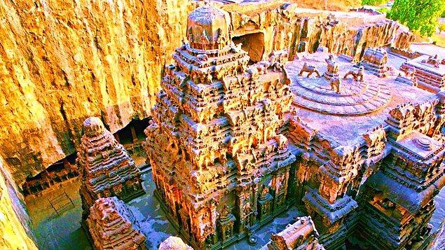 10. Kailasa Tapınağı - Hindistan