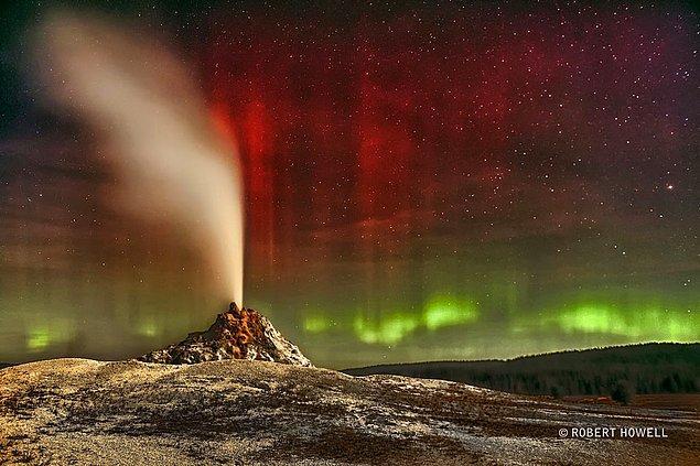 2. Beyaz Kubbe Gayzeri'nin Üzerindeki Kutup Işıkları