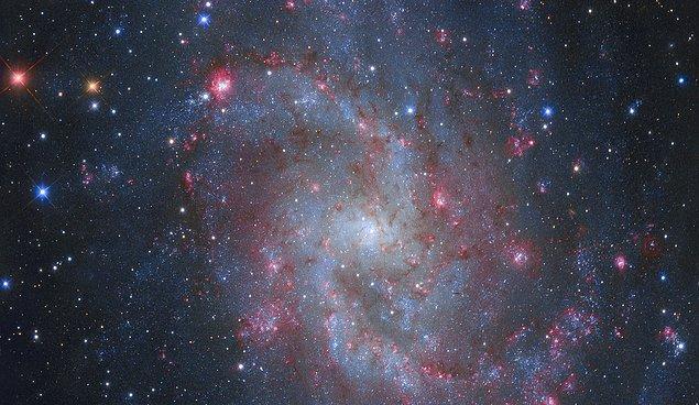6. M33'ün Hidrojen Bulutları