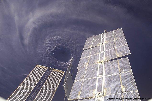 8. Uluslararası Uzay İstasyonu'ndan Ivan Kasırgası