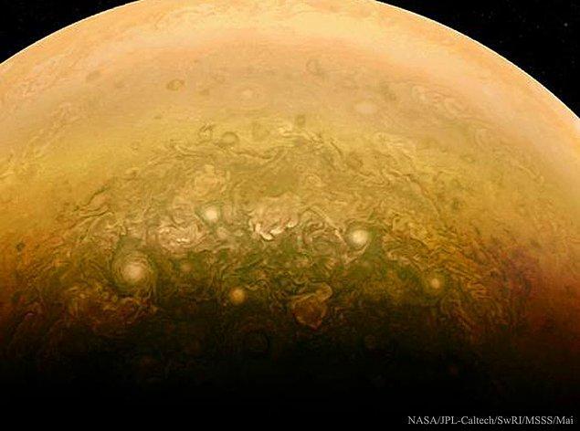 23. Juno'dan Jüpiter'in Güney Kutbuna Yakın Bulutlar