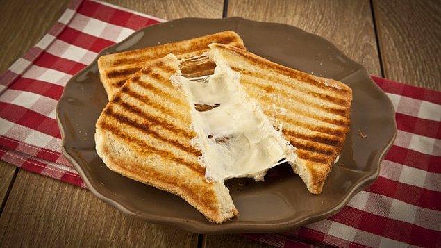 1. Önce milli güvencemiz olan klasik tostumuz ile başlayalım.