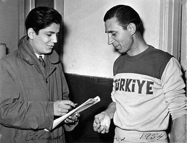 """O yıllarda iyi işler çıkaran Fenerbahçe'den, gazete manşetlerinde """"Sarı kanaryalar yine güzel oynadı"""" diye bahsedilir."""