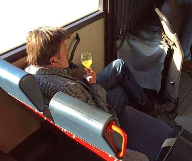 3. Adam kendince halk otobüsünde first class takılıyor, helal olsun