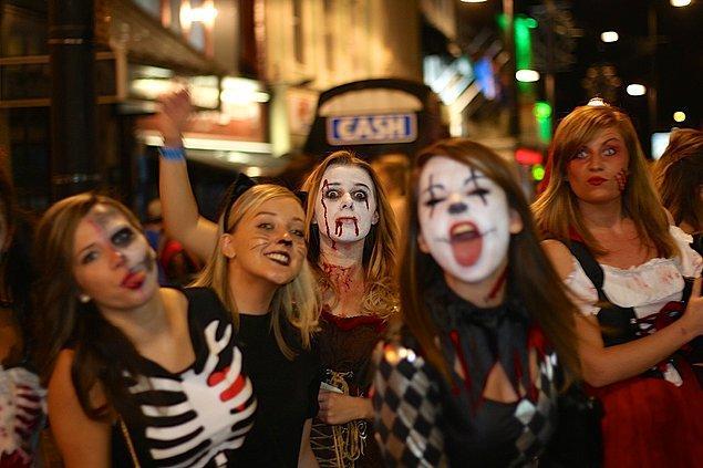 Halloween bugün dünyanın dört bir yanında, herhangi bir kültüre ya da dine aidiyete ihtiyaç duymaksızın kutlanmaya devam ediyor.