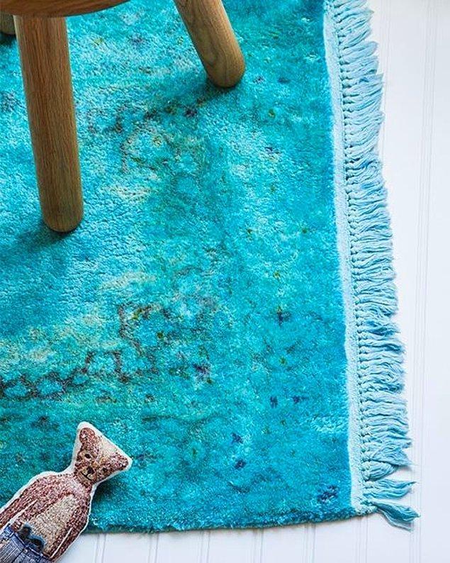 4. Sürekli lekelenen halılar can sıkıcı olabilir ama boyarsanız tasarım halıya dönüşebilir!