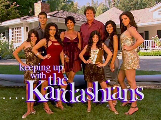 """20. """"Keeping Up with the Kardashians"""" ile Kardashian ailesi hayatlarımıza girdi."""