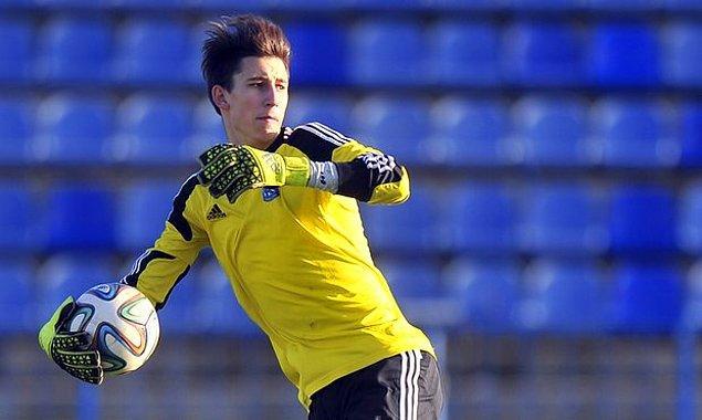 40. Kamil Grabara