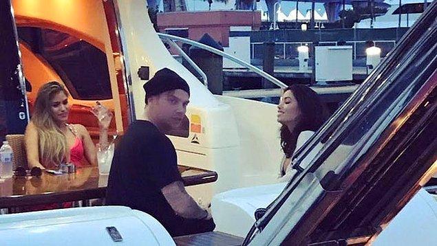 Klibinde Venezuela asıllı ünlü model Alexandra Rodriguez ile partner olan şarkıcının, güzel modelle sevgili de olduğu konuşuluyor.