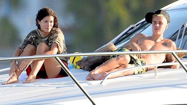İlginç olan şu ki, güzel model birkaç ay önce de Justin Bieber'la görüntülenmiş, aralarında aşk dedikoduları çıkmıştı.