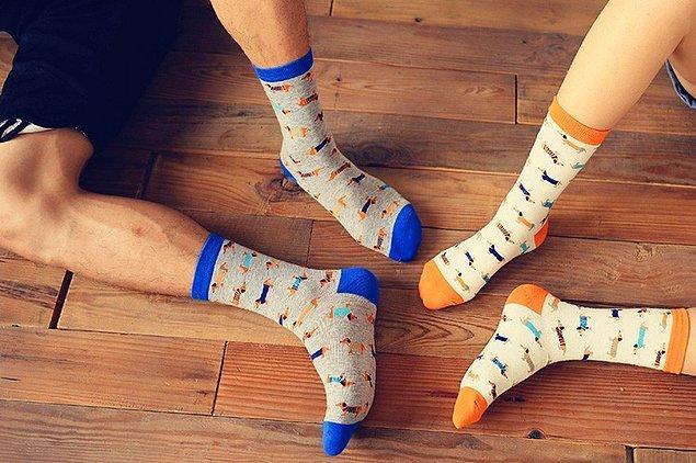 8. Çift olarak komikli çorap giyip elaleme nispet yapmak