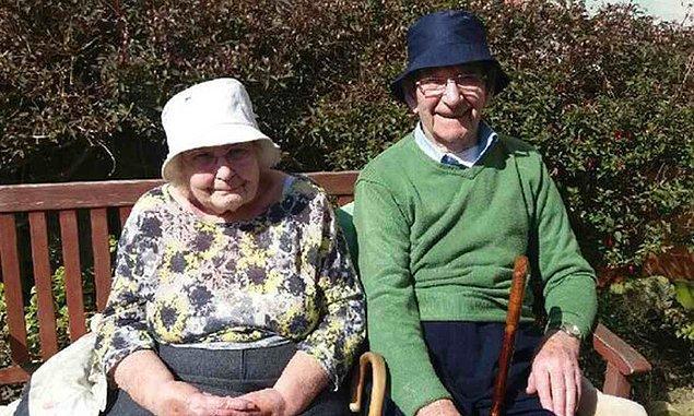 Haberi hemen alan 70 yıllık evli çiftin mutlulukları yüzlerinden okunuyordu