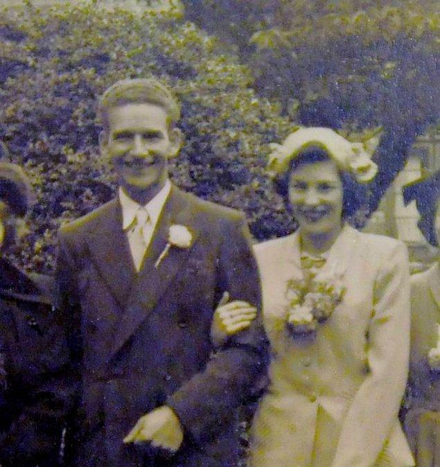 1946 yılında tanıştıkları zaman Ray Lorrison, ticari bir gemide aşçı olarak çalışıyordu, eşi Lessie ise bir mağazada müdürdü. Çift 1950 yılında evlenince 3 çocukları oldu.
