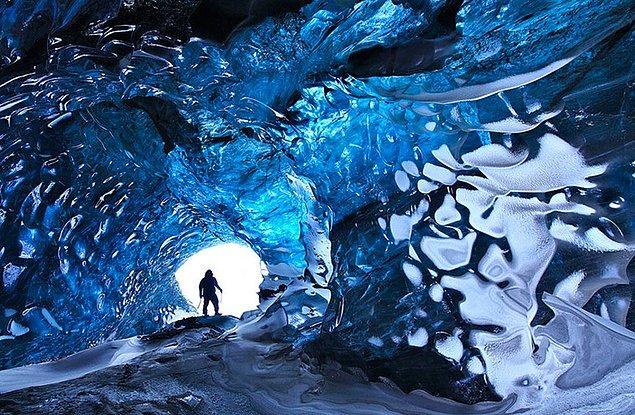 16. Vatnajökull Buz Mağarası, İzlanda