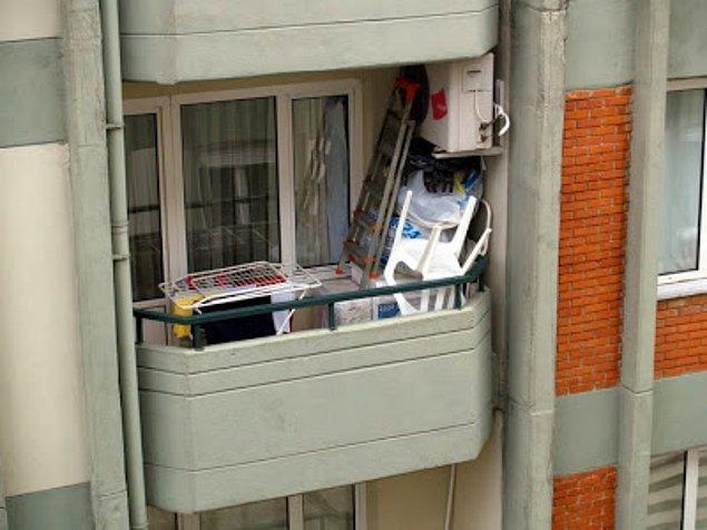 9. Depo niyetine kullanılıp, ne varsa doldurulan balkonlar.