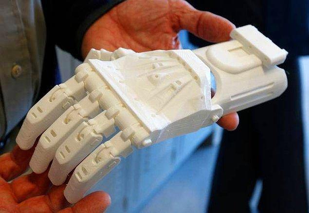 """Aklınıza """"peki kullanılan malzeme sağlığa zararlı mı?"""", diye bir soru geliyor olabilir. 3D basımda kullanılan plastik türü olan PLA, bir biyoplastik ve insan sağlığına hiç bir zararı bulunmuyor!"""