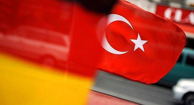 Gabriel, Almanya'nın ilk etapta Türkiye'ye yönelik üç ayrı noktada farklı adımlar atacağının altını çizdi.