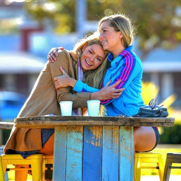 """Bu iki kadın Avustralya'nın Kısmetse Olur tadındaki """"The Bachelor"""" yarışmasında tanıştı."""