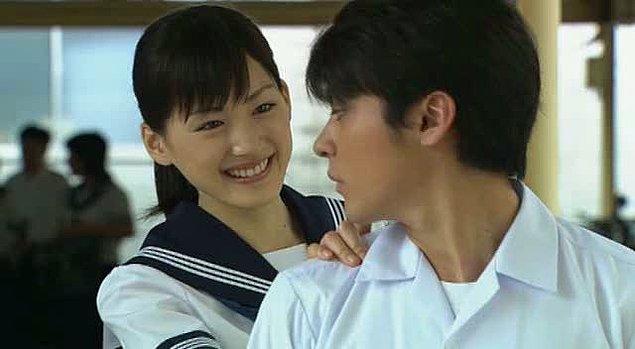 8. Dünyanın Orta Yerinde Aşk İçin Ağlıyorum (2004)  Sekai no chûshin de, ai o sakebu