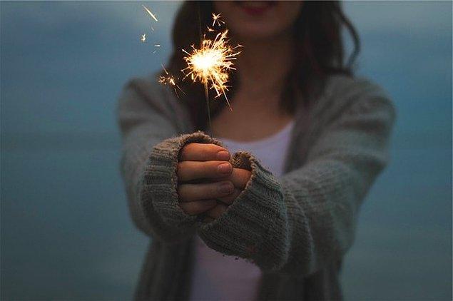 7. Diğer arkadaşlarının başarılarını ve mutluluklarını kutlamayı unutmuyorsan.