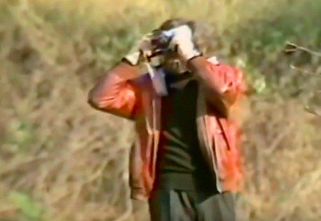 Müjdat Gezen filmde Ali adında bir gazeteciyi canlandırmaktadır.