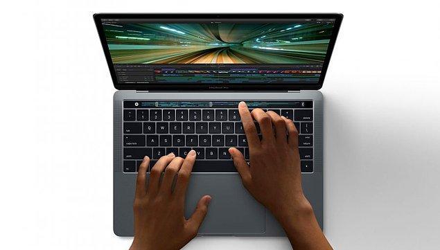 1. Yeni Apple Macbook Pro tanıtıldı.