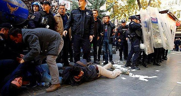 Ankara'da DİSK ve KESK Başkanlarının da aralarında bulunduğu gruba polis müdahale etti