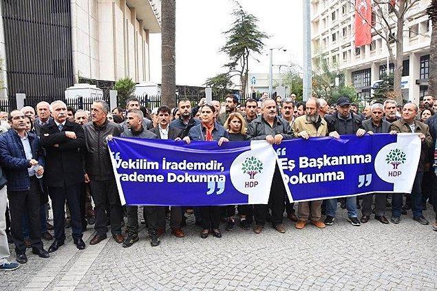"""İzmir'de """"Kürdistan faşizme mezar olacak"""" sloganları"""