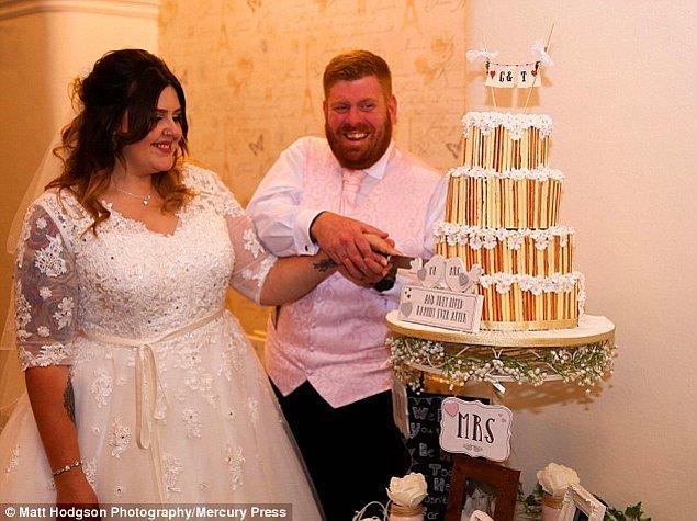 15 Ekim'de Whitehaven'da evlenen çiftin yakın çevresi içinde herhangi bir çıplaklık unsuru dahi olmayan bu fotoğrafı gülerek karşılamış.