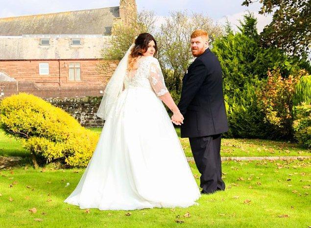Gareth ve Toni aslında düğünlerinde bir de fotoğraf kabini getirtip içine girip fotoğraf da çektirmişlerdi ama olanlardan sonra orada çektikleri fotoğrafları paylaşmaya cesaret edemediklerini söylüyorlar.
