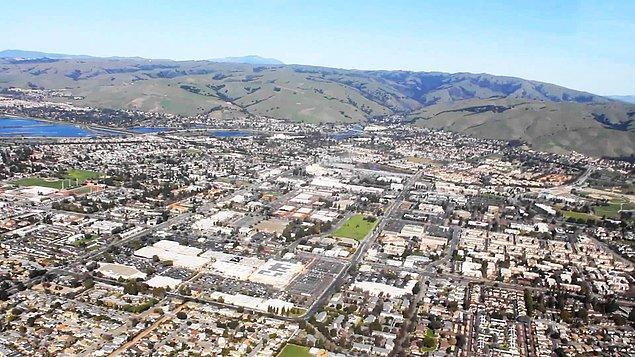 Silikon Vadisi diye adlandırılan bölge Palo Alto isimli şehrin sınırları içinde kalıyor.
