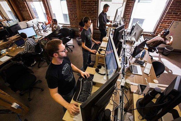 Silikon Vadisi dünyanın dört bir yanından teknolojiye ilgi duyan ve bu alanda çalışmak isteyen insanların akınına uğruyor.