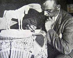 Türkiye ve Atatürk Sevdalısı Bir Heykeltıraş; Heinrich Krippel