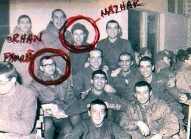 13. Mazhar Alanson'un Tuzla'da askerlik yaparken aynı birlikte olan ünlü isim Nobel ödüllü yazar Orhan Pamuk'tu