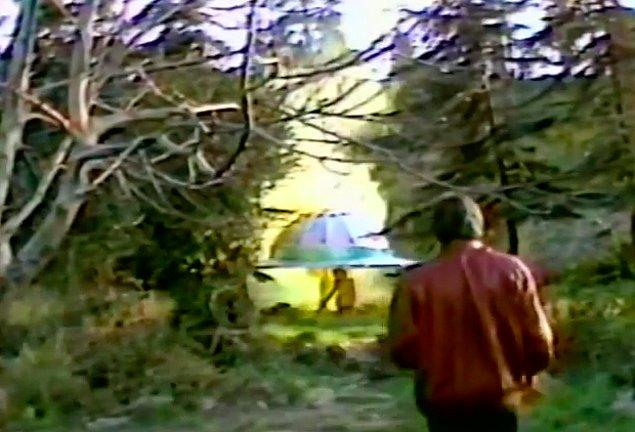 Asparagas haber yapacakken Homoti ile karşılaşır.