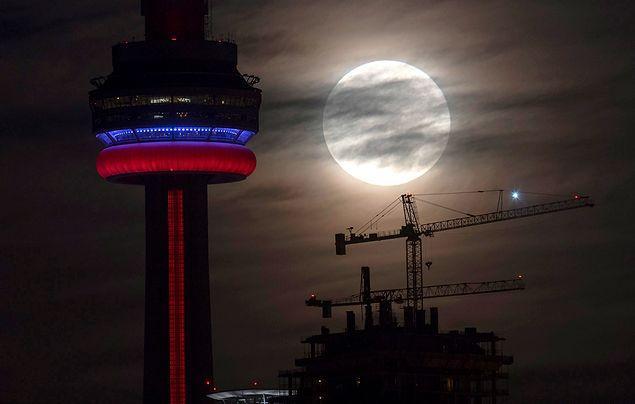 21. yüzyılda Ay'ın en yakın olduğu tarih 14 'ı 15 Kasım'a bağlayan geceydi.