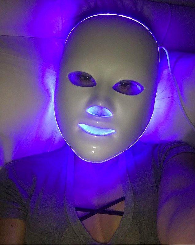 13. Kourtney Kardashian da bu maskenin mavi LED'li olanını kullanıyor. Mavi olanın faydası ise cilde kolajen desteği yapması.
