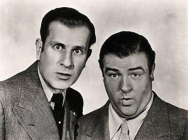 Görüştükleri iki Heptapod'a Abbott ve Costello isimlerini veriyorlar. Bunlar 1940'lardaki iki ünlü komedyenin isimleri.
