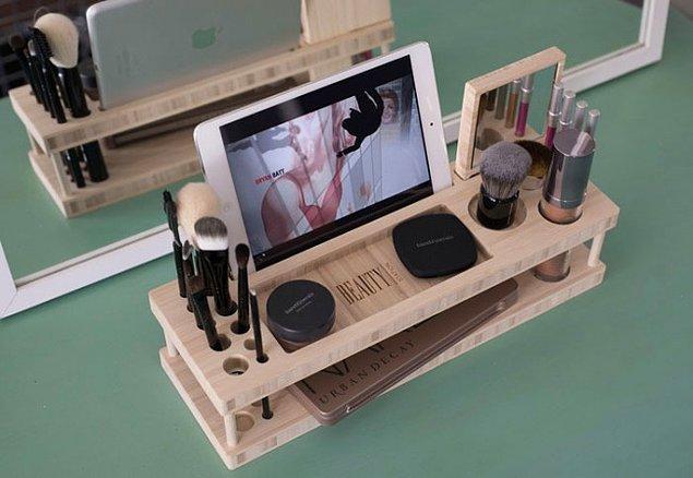 7. Hem makyaj malzemelerini düzenliyor hem de iPad bölmeli!