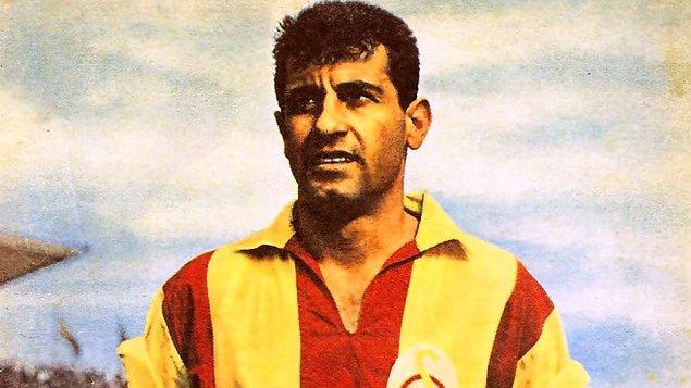16. Süper Lig'in ilk gol kralı Metin Oktay'dır. (1959, 15 maç, 11 gol)