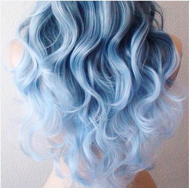 İlhamını gardırobumuzun demirbaşları sayılan kotlarımızdan alan nefis trend: Kot Renginde Boyanmış Saçlar!