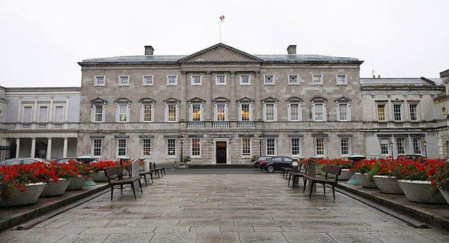 4. Beyaz Saray, İrlanda kökenli ödüllü mimar James Hoban tarafından tasarlanmış, o da tasarımını Dublin'de bulunan Leinster House'tan esinlenerek yapmış.