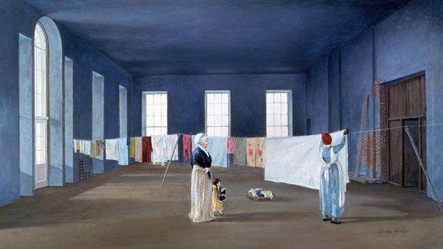 8. John ve Abigail Adams 1 Kasım 1800 yılında taşınana kadar tamamlanmamıştı bu yüzden Abigail çamaşırlarını Doğu Odası'na asıyordu.