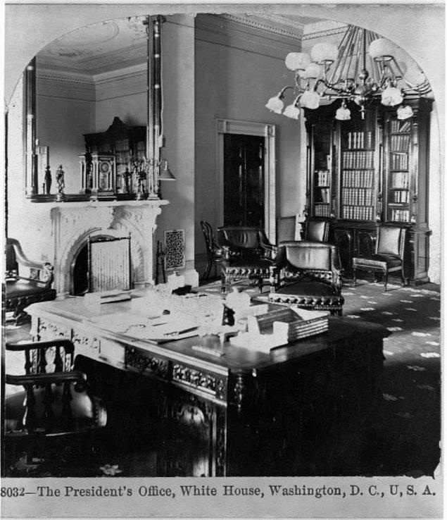 10. Oval ofis de 1913 yılında William Howard Taft'in talimatıyla kuruldu.