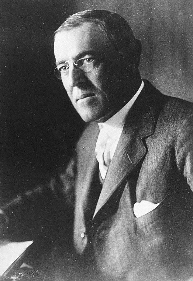 """17. Beyaz Saray'da oynatılan ilk film 1915 yılında Woodrow Wilson'ın """"Birth of a Nation"""" adlı filmiydi."""