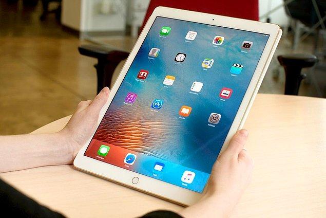 4. 10.5 INC iPad dedikoduları gerçek oluyor. 2017'de bu iPad ile tanışabiliriz.