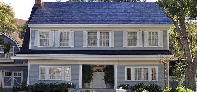 10. Tesla çatılara da el atacak. Tesla çatılarıyla artık çatılarınızı daha ucuza inşa edebilirsiniz.
