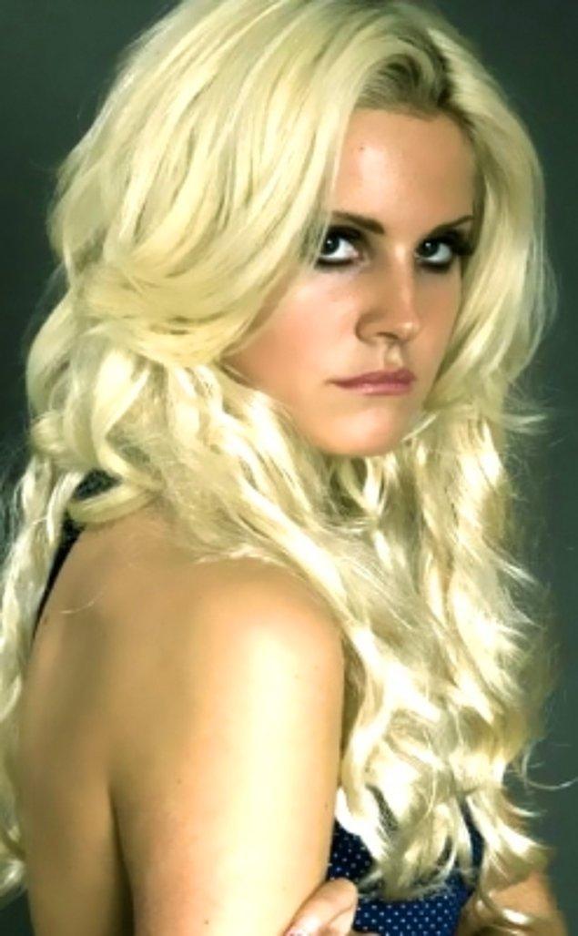 5. Sarışınlık öyle zor iş ki, yakışmadığı zaman dünyanın en güzel kadınını bile sıradan gösterebiliyor. İşte sarışın Lana Del Rey!